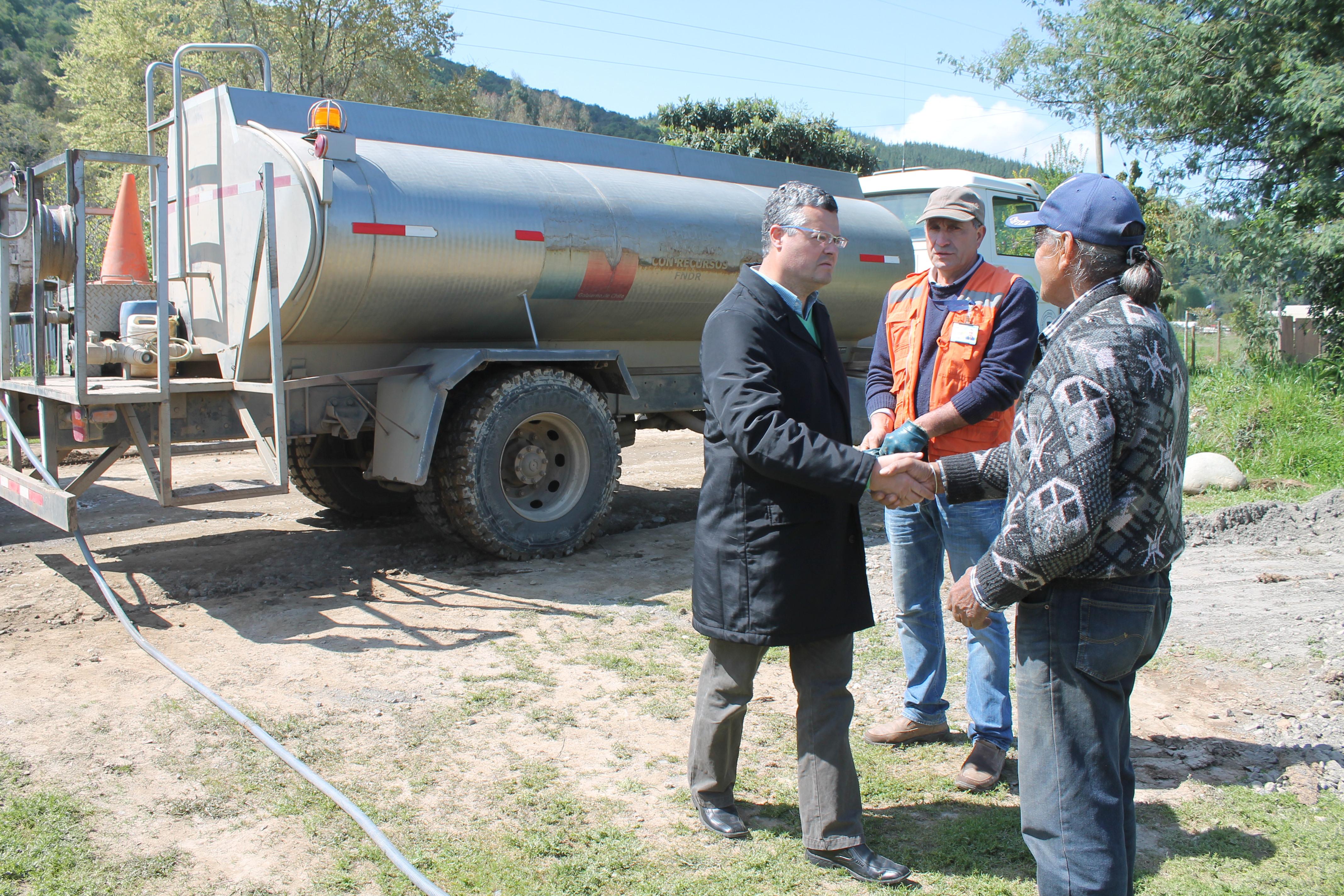 Alcalde Rentería supervisó obras de pavimentación de ruta en Linares
