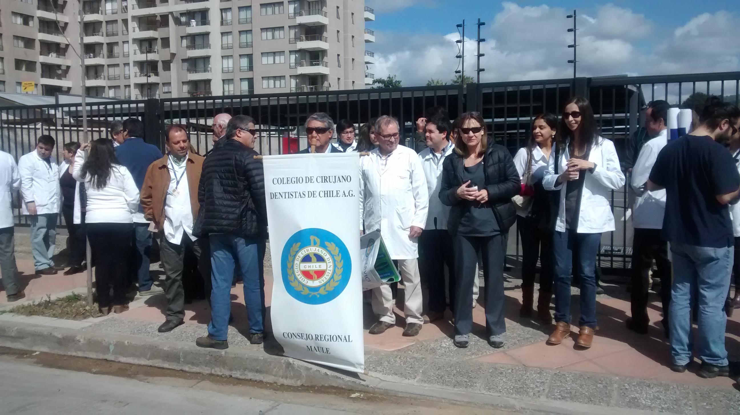 Odontólogos realizan manifestación en contra del MINSAL en Talca