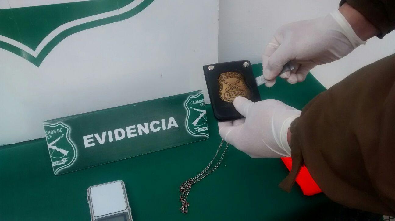 Operativo de drogas permite recuperar placa de carabinero en Talca