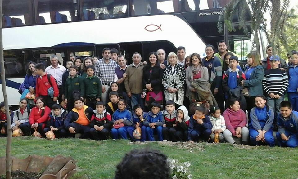 Alumnos de Pencahue viajan a Chiloé gracias a municipio local