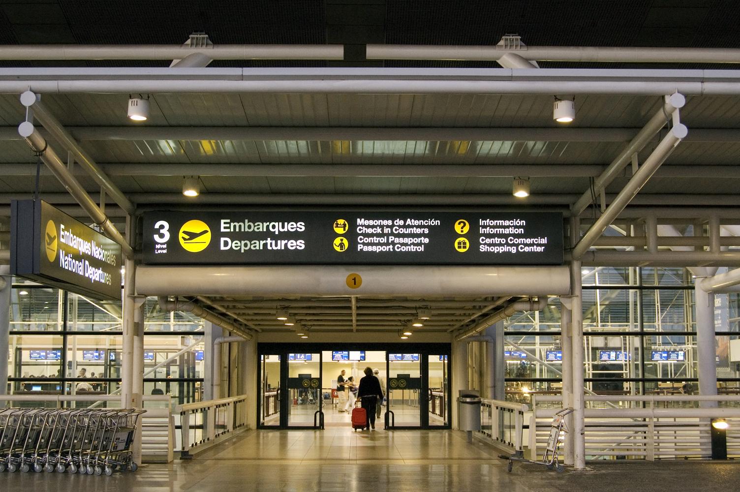 Aumentan seguridad en aeropuerto internacional tras atentados en París