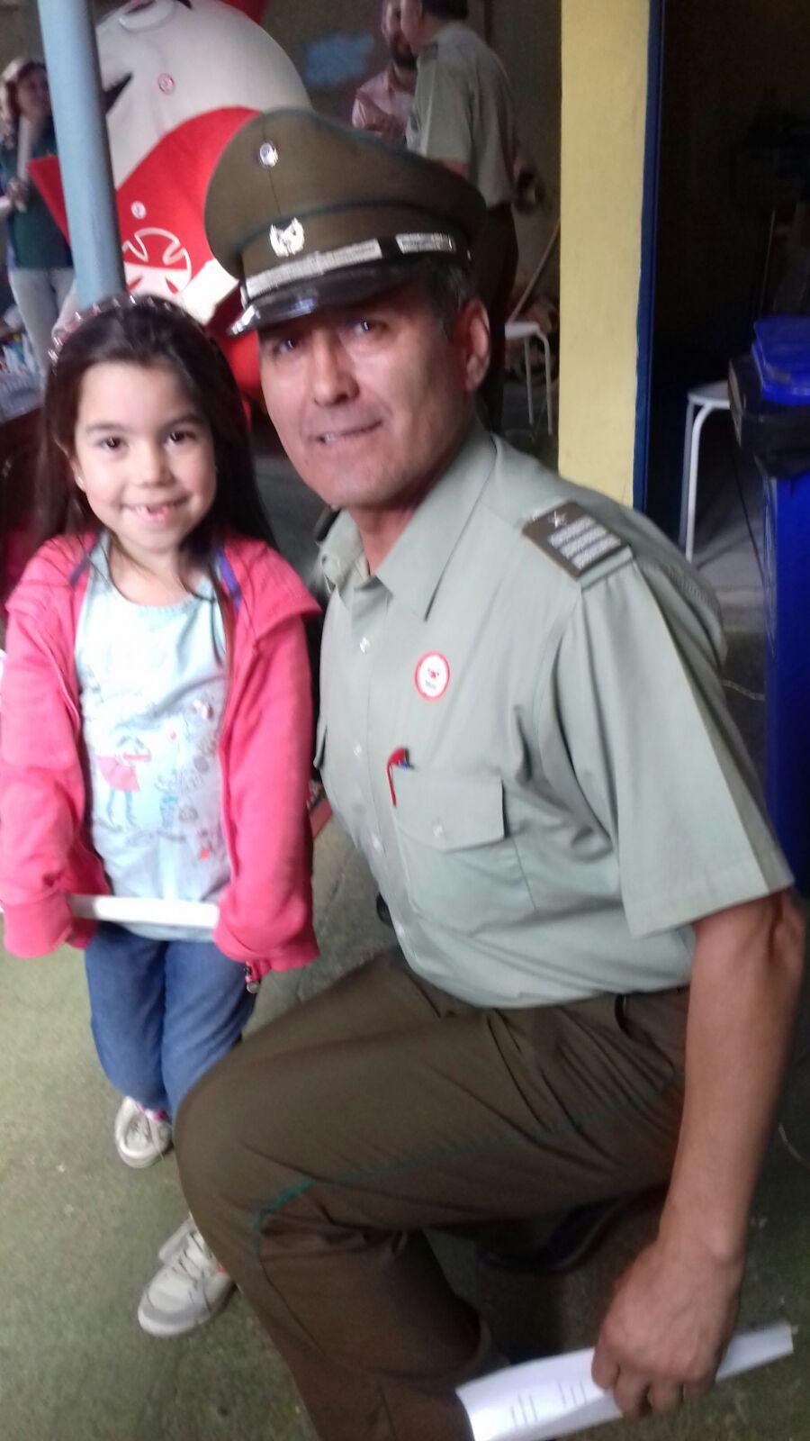 Carabineros y niña símbolo llaman a apoyar la Teletón en Talca