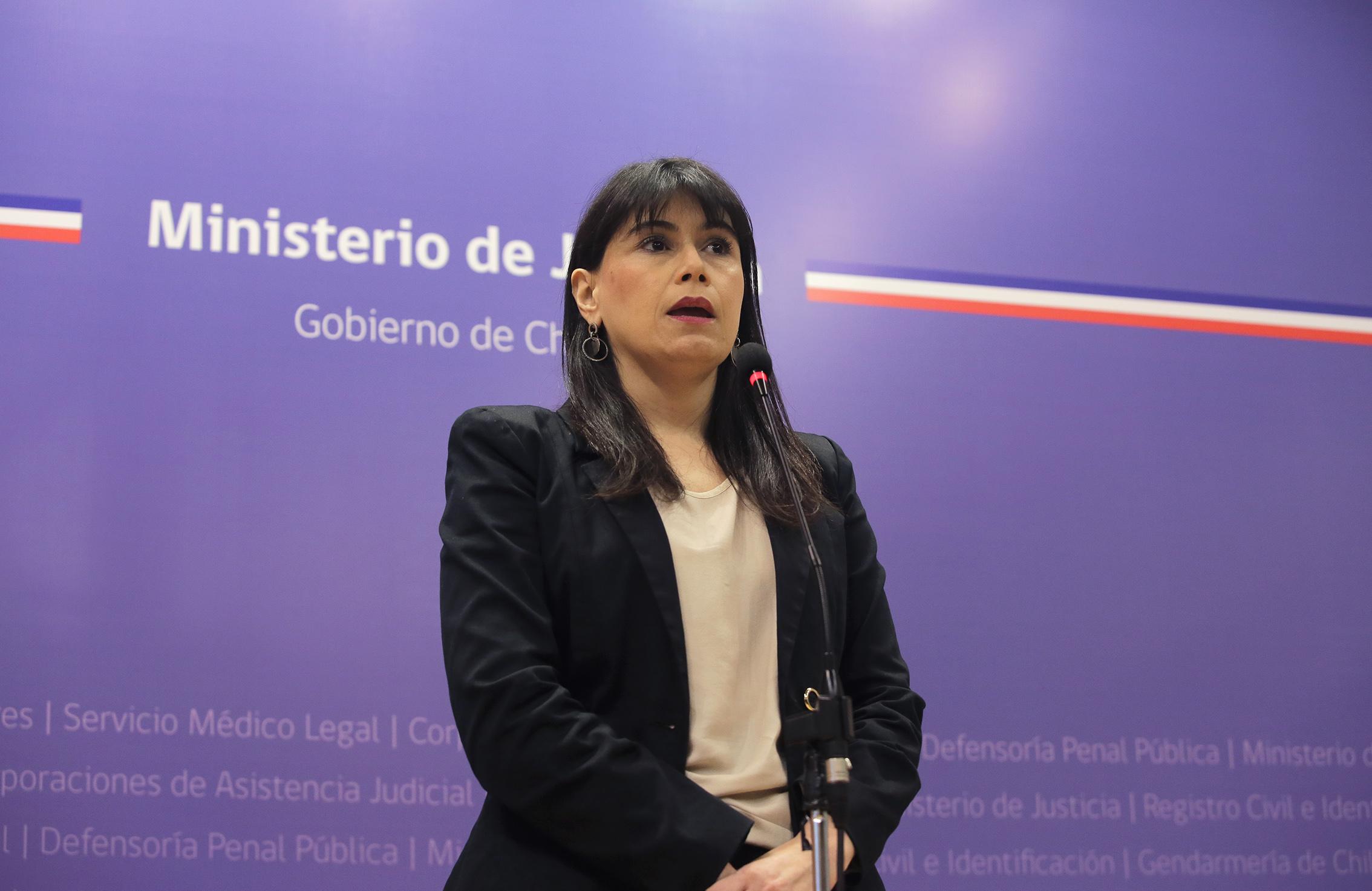 Ministra de Justicia califica como acuerdo responsable el obtenido con funcionarios del registro civil