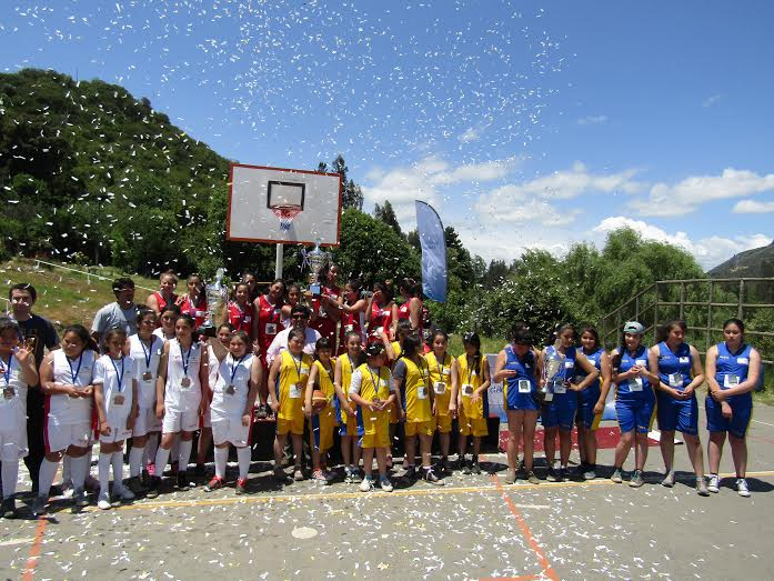 Endesa Chile organizó torneos deportivos escolares en su nuevo aniversario