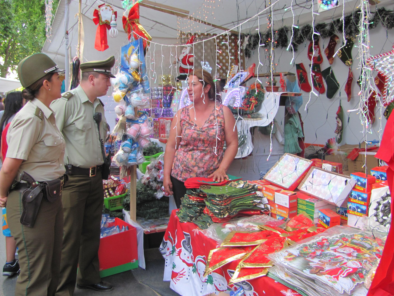 Carabineros realiza patrullajes preventivos en feria navideña de Talca