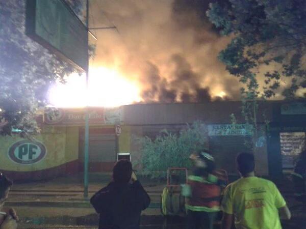 LABOCAR de Carabineros, investiga dantesco incendio que destruyó cinco locales comerciales frente al terminal de Talca
