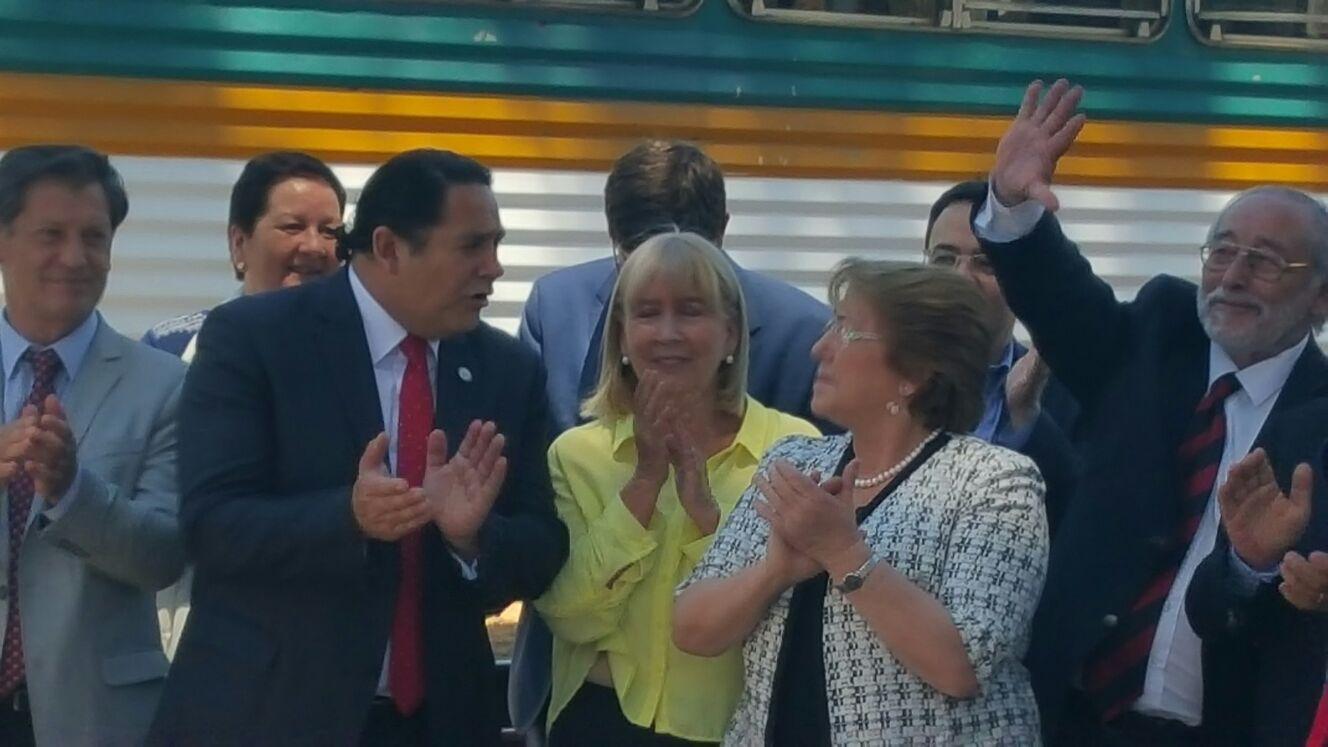 Alcaldesa de Pencahue, Lucy Lara, fue elogiada por Presidenta Michelle Bachelet, durante la visita a la estación de Curtiduría.