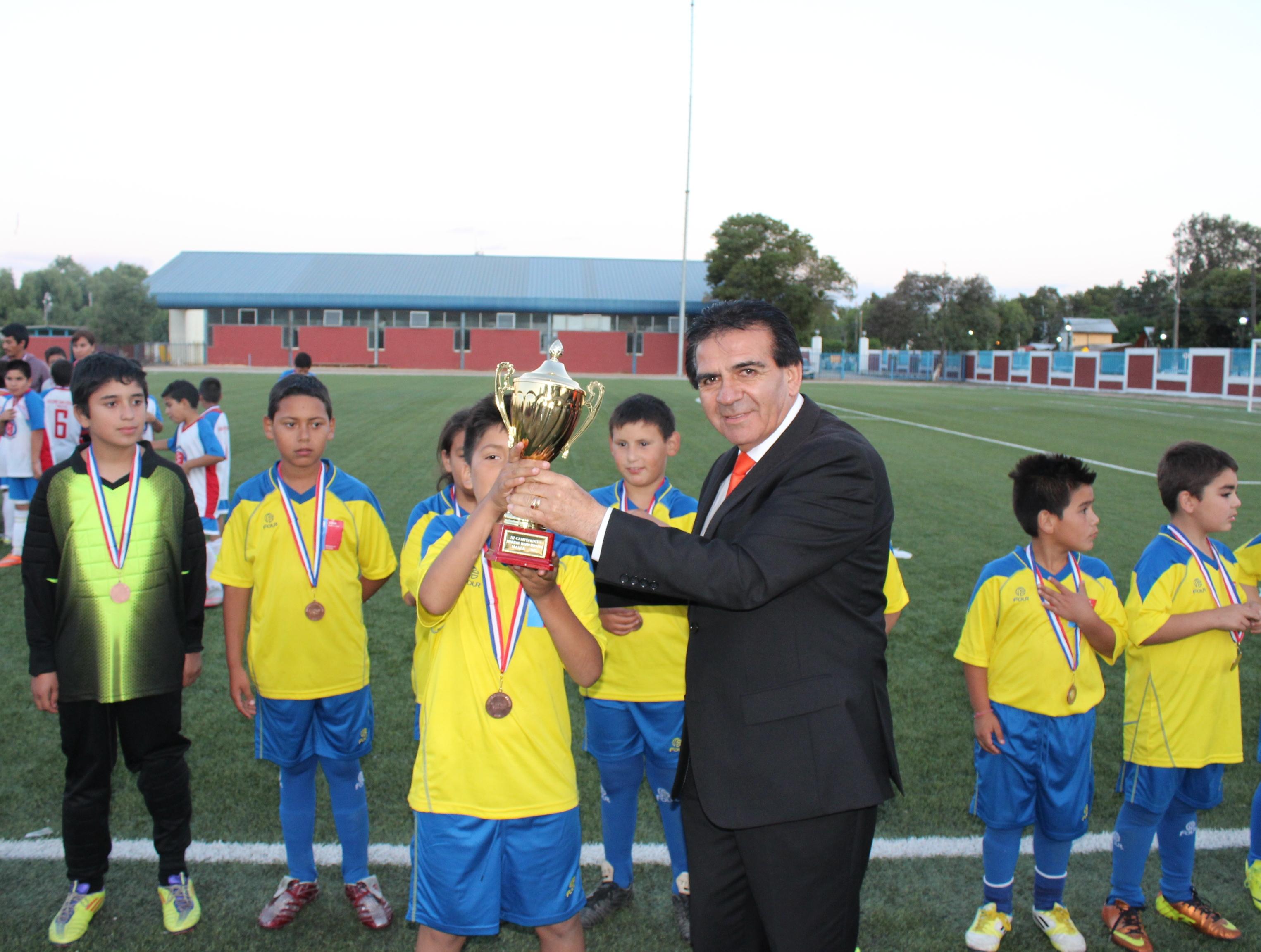 Colegio Suyai se proclamó campeón del torneo Mario Miranda 2015