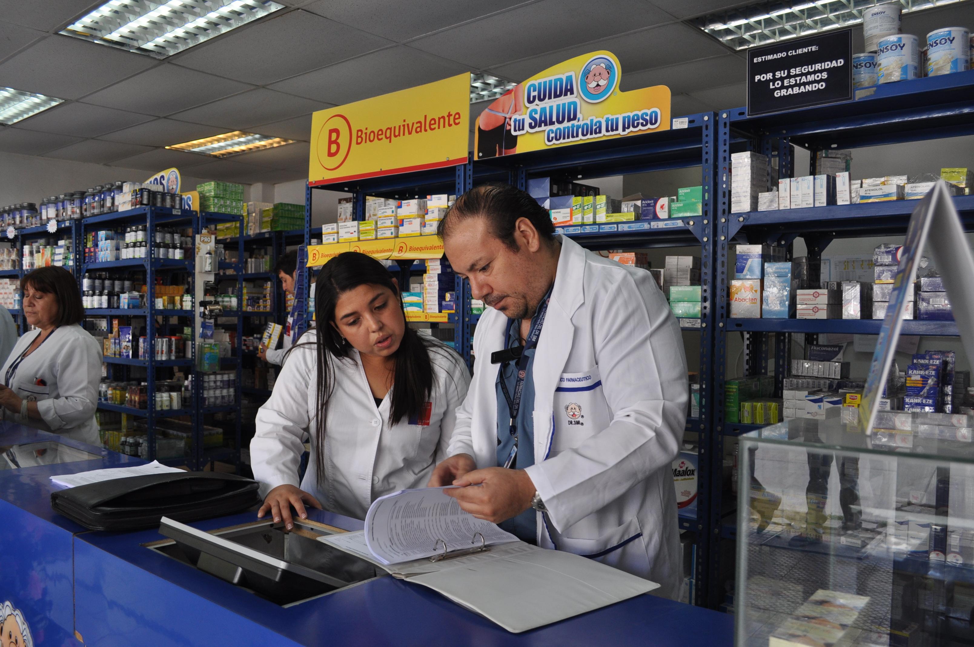 Prohiben funcionamiento de  farmacias en Talca y Linares