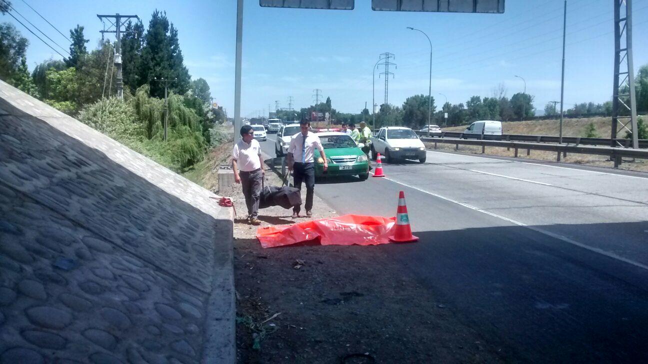 Identifican a mujer muerta al caer de pasarela vehicular en ruta cinco sur frente a Talca..