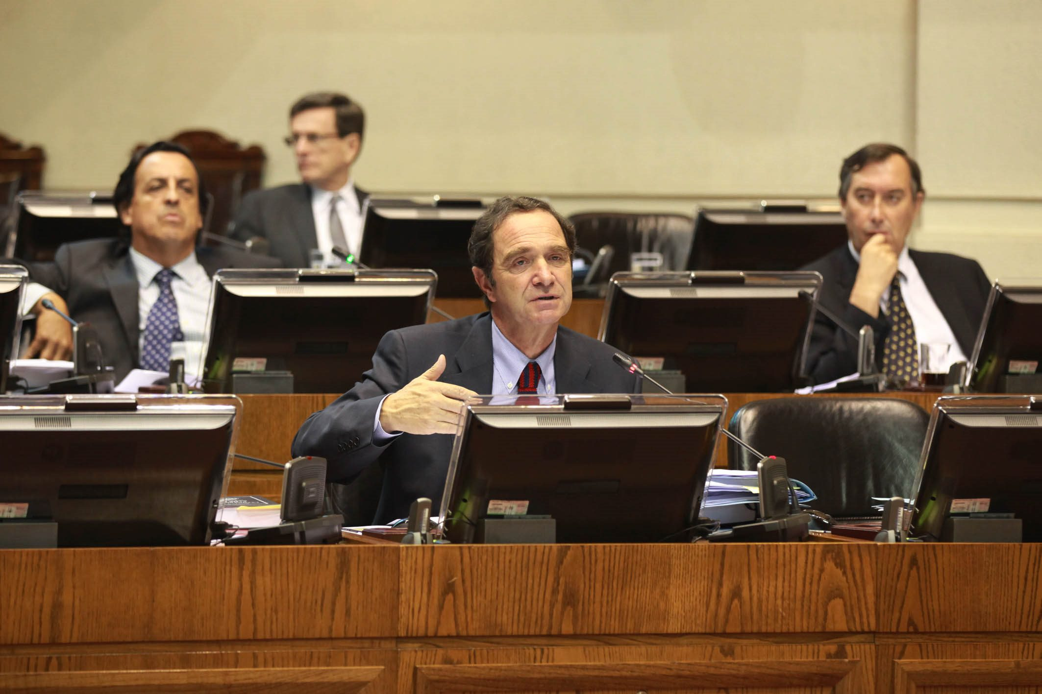 Senador Hernán Larraín solicita a titular de agricultura apoyo a los trigueros del Maule