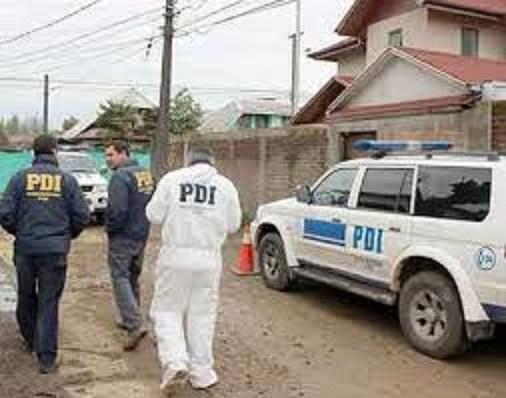 Hombre es asesinado de una puñalada en sitio eriazo de constitución.