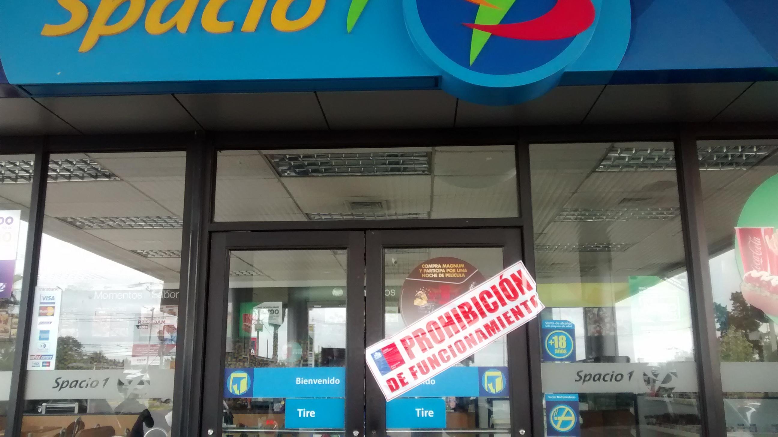 """Clausuran local de comida rápida, """"Spacio 1"""" en servicentro Petrobras en Talca."""