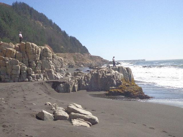 Fotos: Con lanchas y helicóptero continuó búsqueda de niña arrastrada por las olas en Constitución