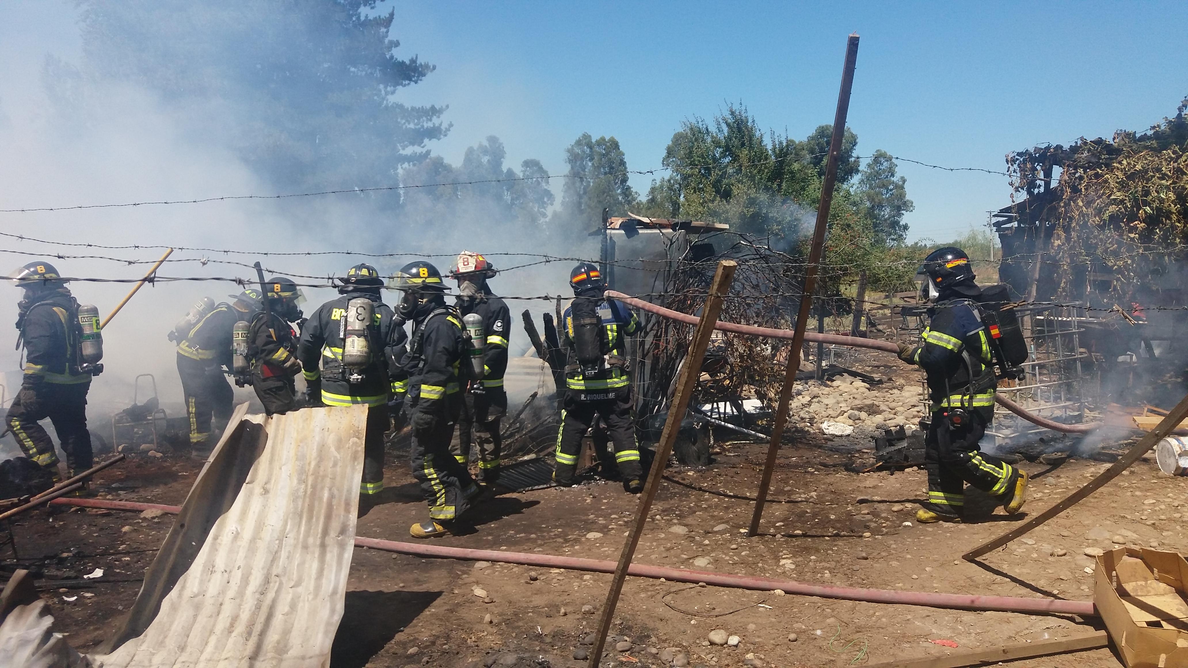 Familia en la Villa Francia resulta damnificada en voraz incendio