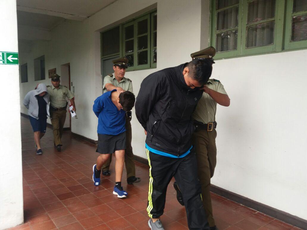 Delincuentes protagonizan espectacular huida de carabineros, tras asaltar servicentro en Gualleco, siendo interceptados en Talca.