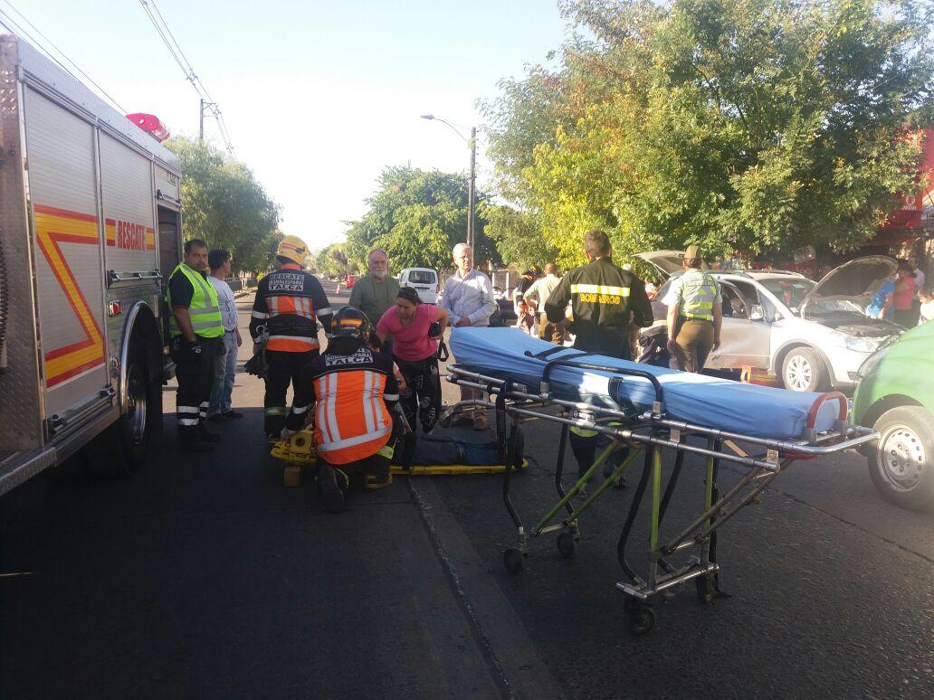 Fotos: Dos personas resultan heridas tras violenta colisión en barrio poniente de Talca