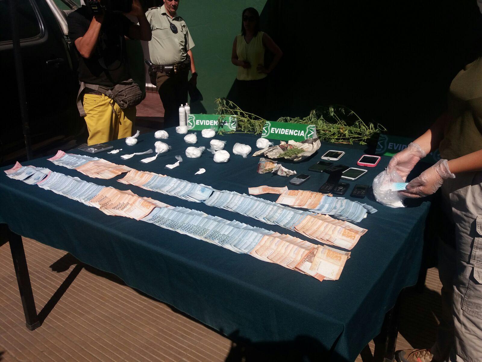 6 detenidos, la incautación de cocaína, marihuana y dos camionetas, finaliza operativo del OS-7 de Carabineros de Talca.