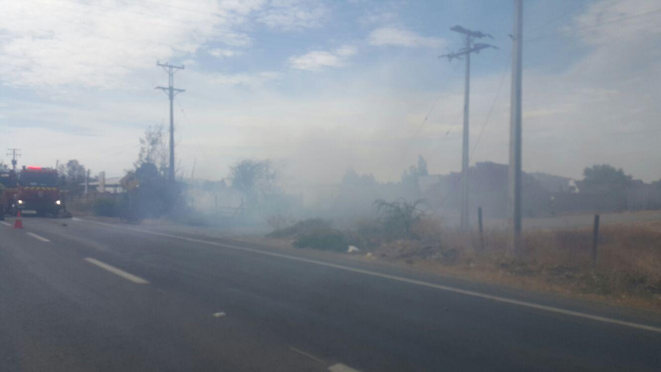Barraca de madera resulta con daños tras incendio de pastizales en Maule