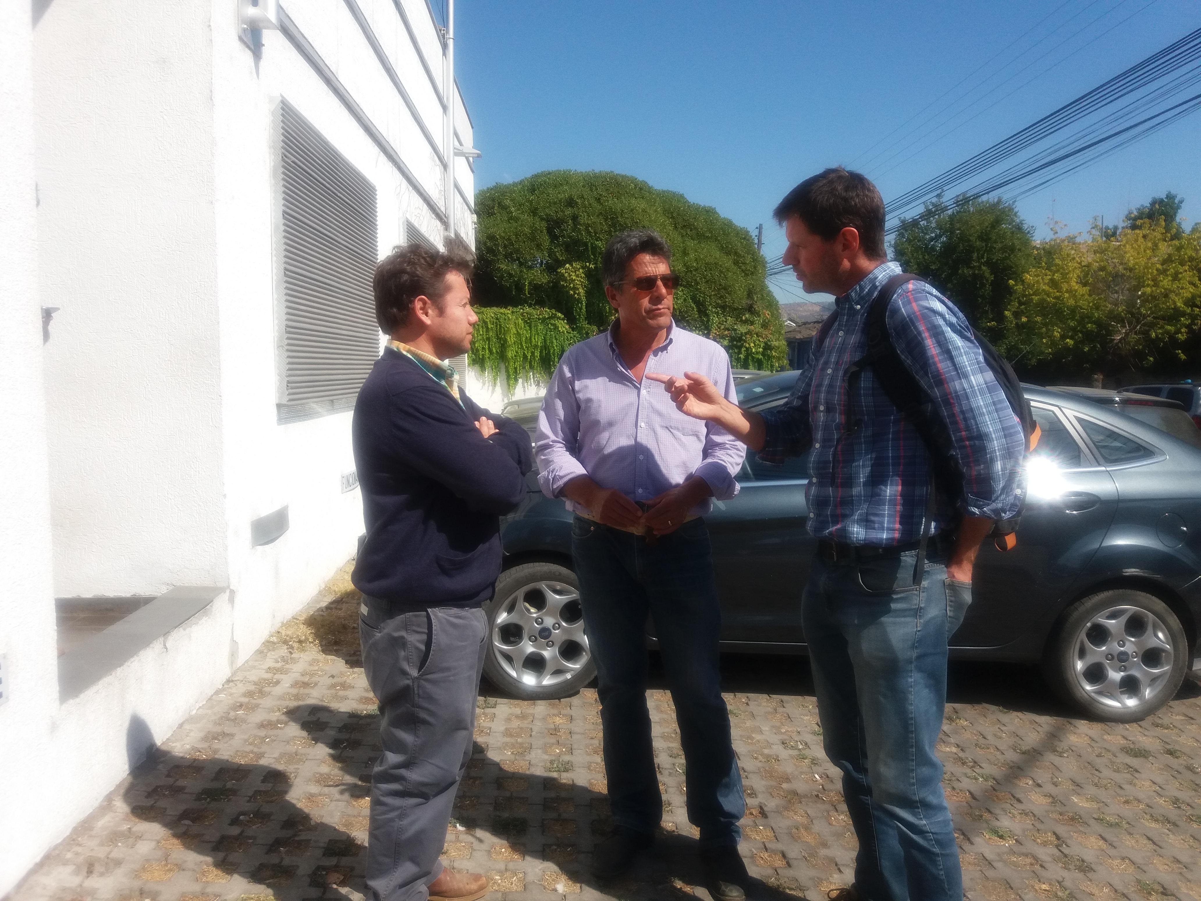 Agricultores buscan apoyo de Intendente Meza, para que no se ratifique convenio de la DOH y Endesa por uso de las aguas de la Laguna Maule.