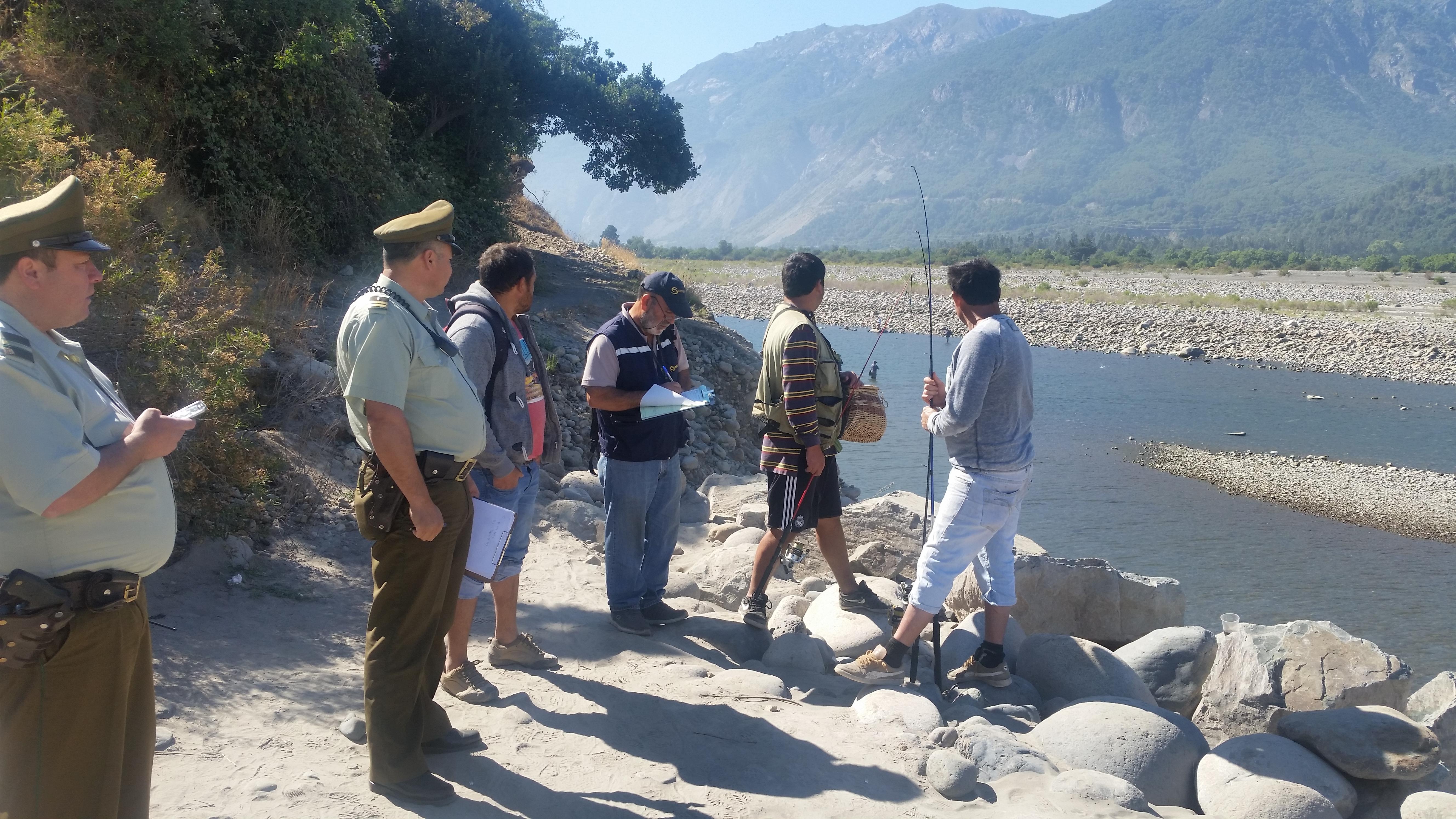 Sernapesca y Carabineros cursan 3 infracciones e incautan equipos en operativo de pesca recreativa en San Clemente