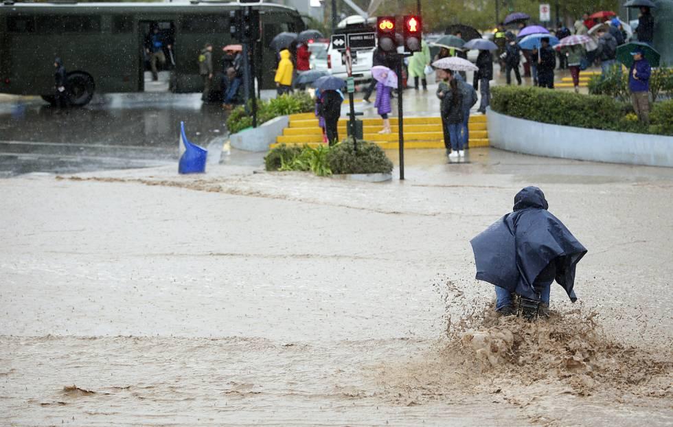 Confirman muertos y desaparecidos por temporal de vientos y lluvia