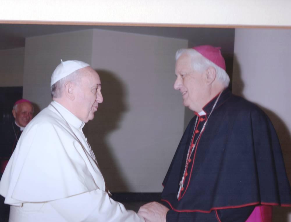 Obispo Alejandro Goic propone salario mínimo