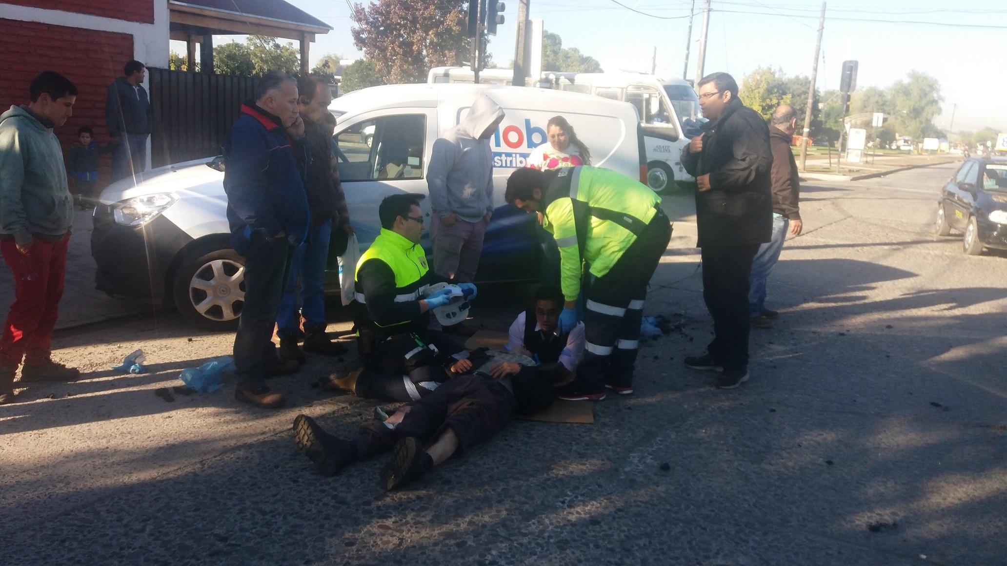 Grave anciano luego que fuera atropellado por camioneta en calle 14 sur con 10 oriente sector las colines en Talca.