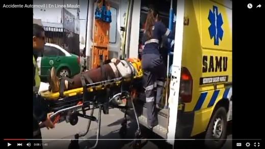 [Video] Conductora resulta  lesionada y salva de milagro de no caer a estero Piduco.