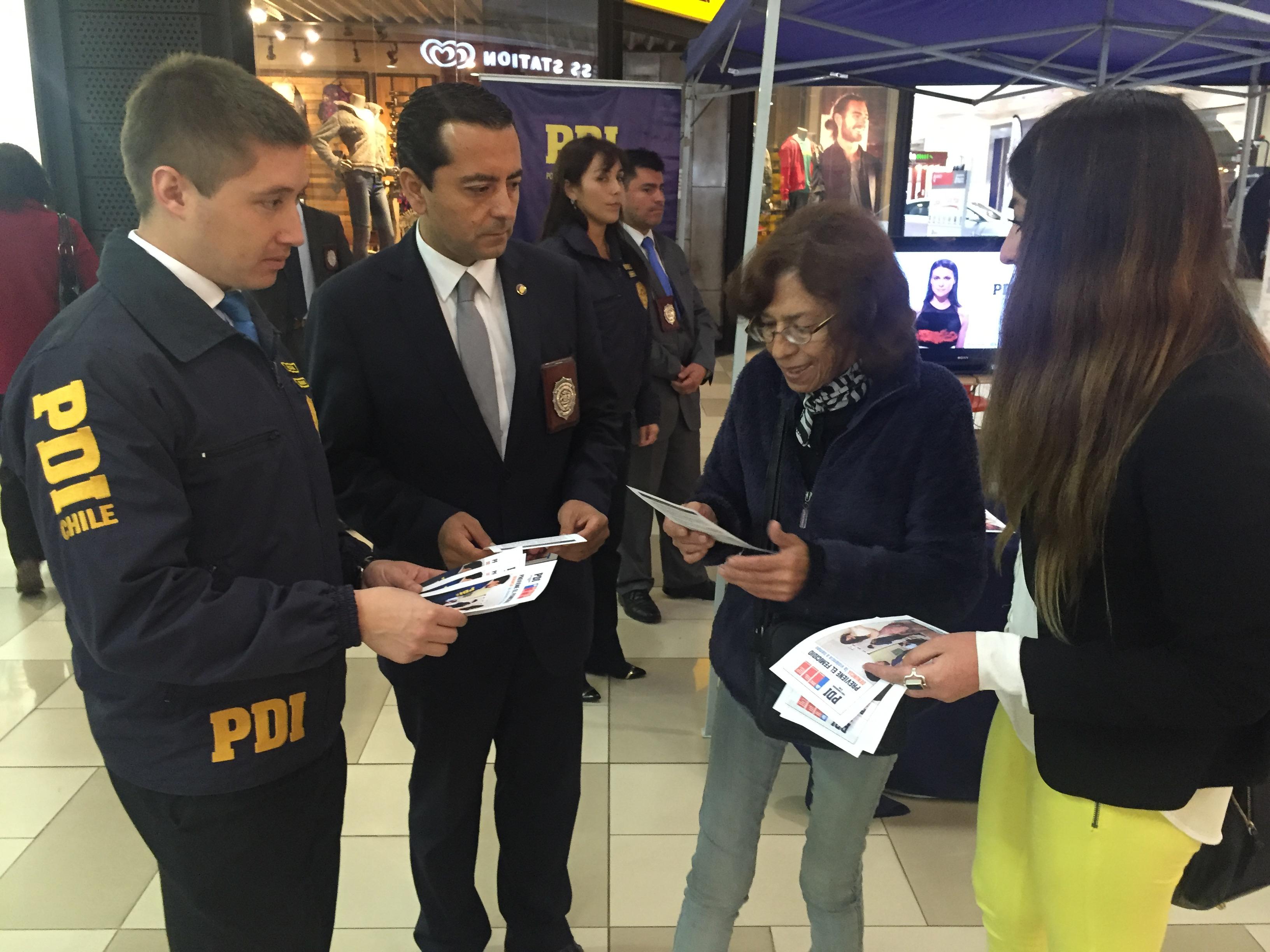 La PDI de Talca y el SERNAM lanzan campaña contra el Femicidio.