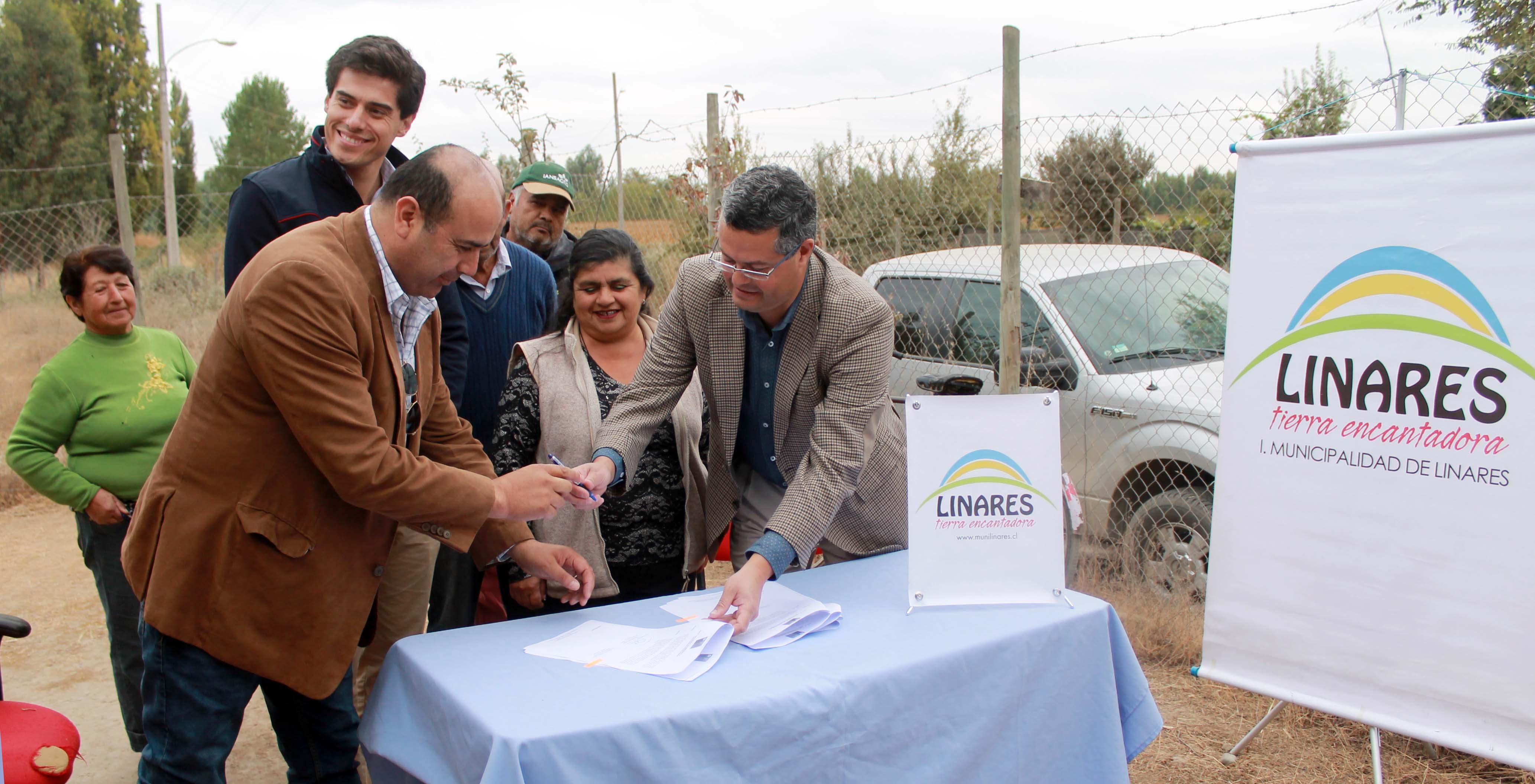 Municipalidad de Linares y Vialidad firman convenios de pavimentación asfáltica