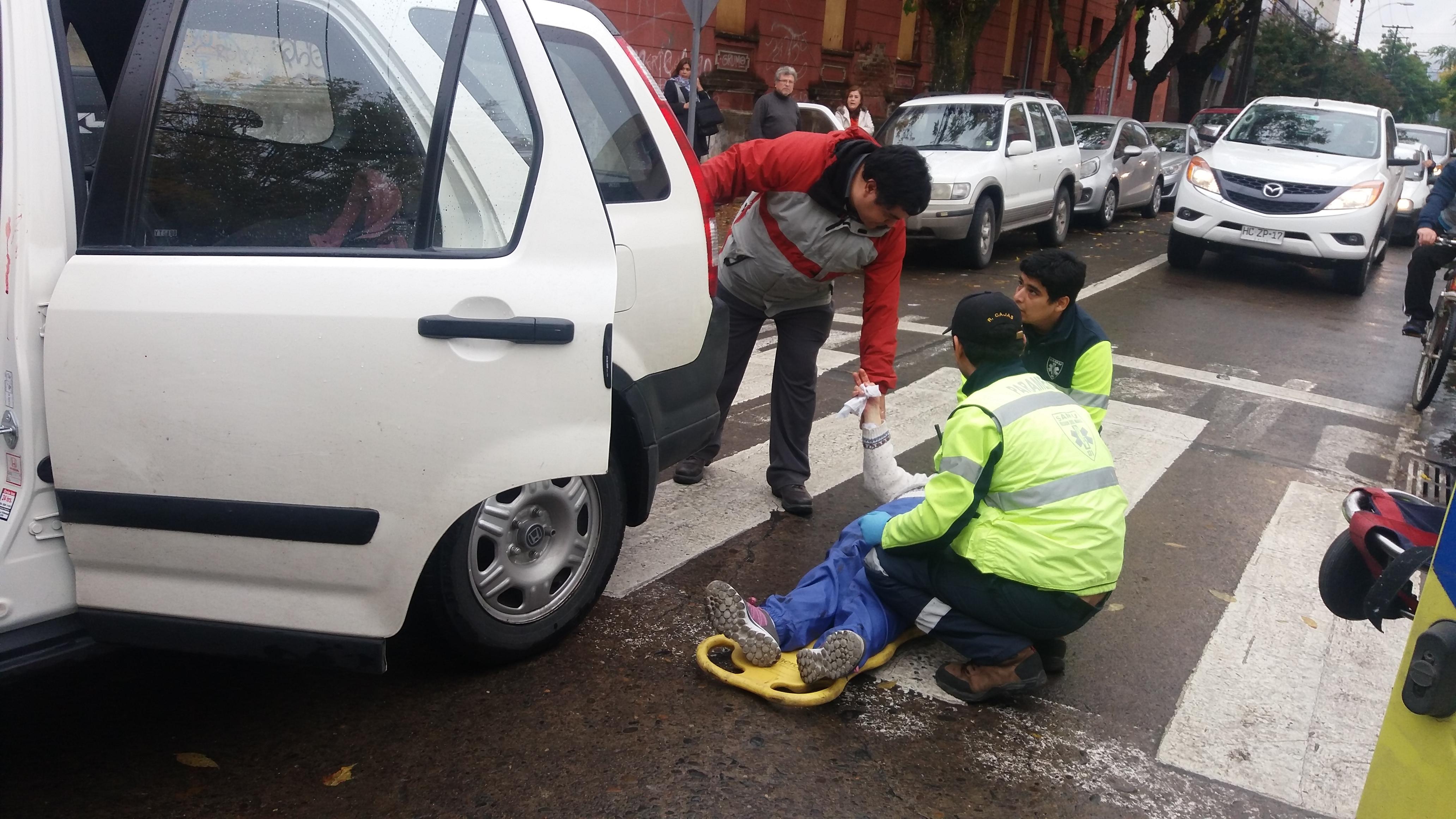 Mujer resulta herida tras violenta colisión registrada en el centro de Talca