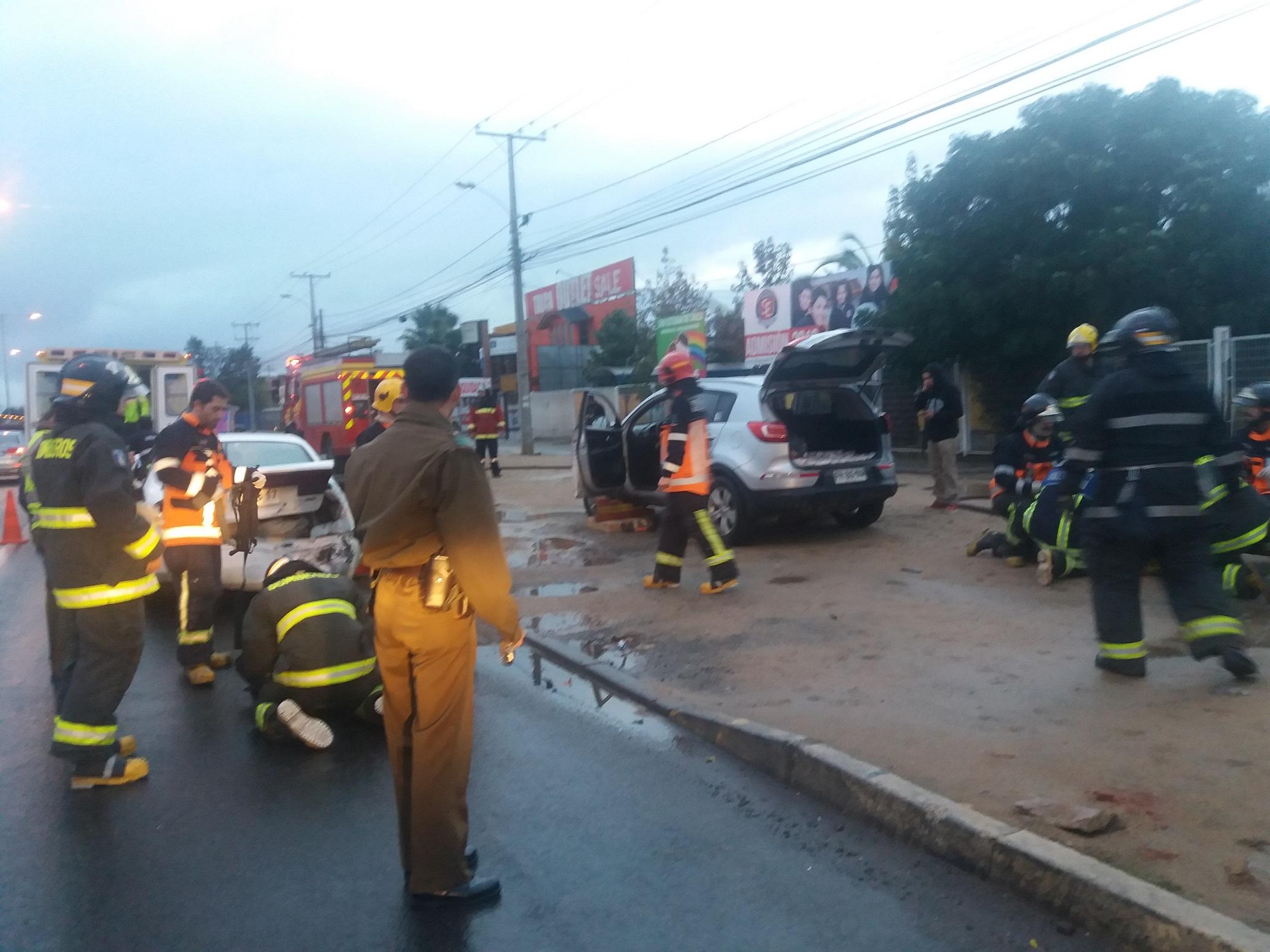 Exclusivo fotos: Tres heridos deja triple colisión en la avenida Colín con 26 sur en Talca, causada presuntamente por un conductor ebrio.