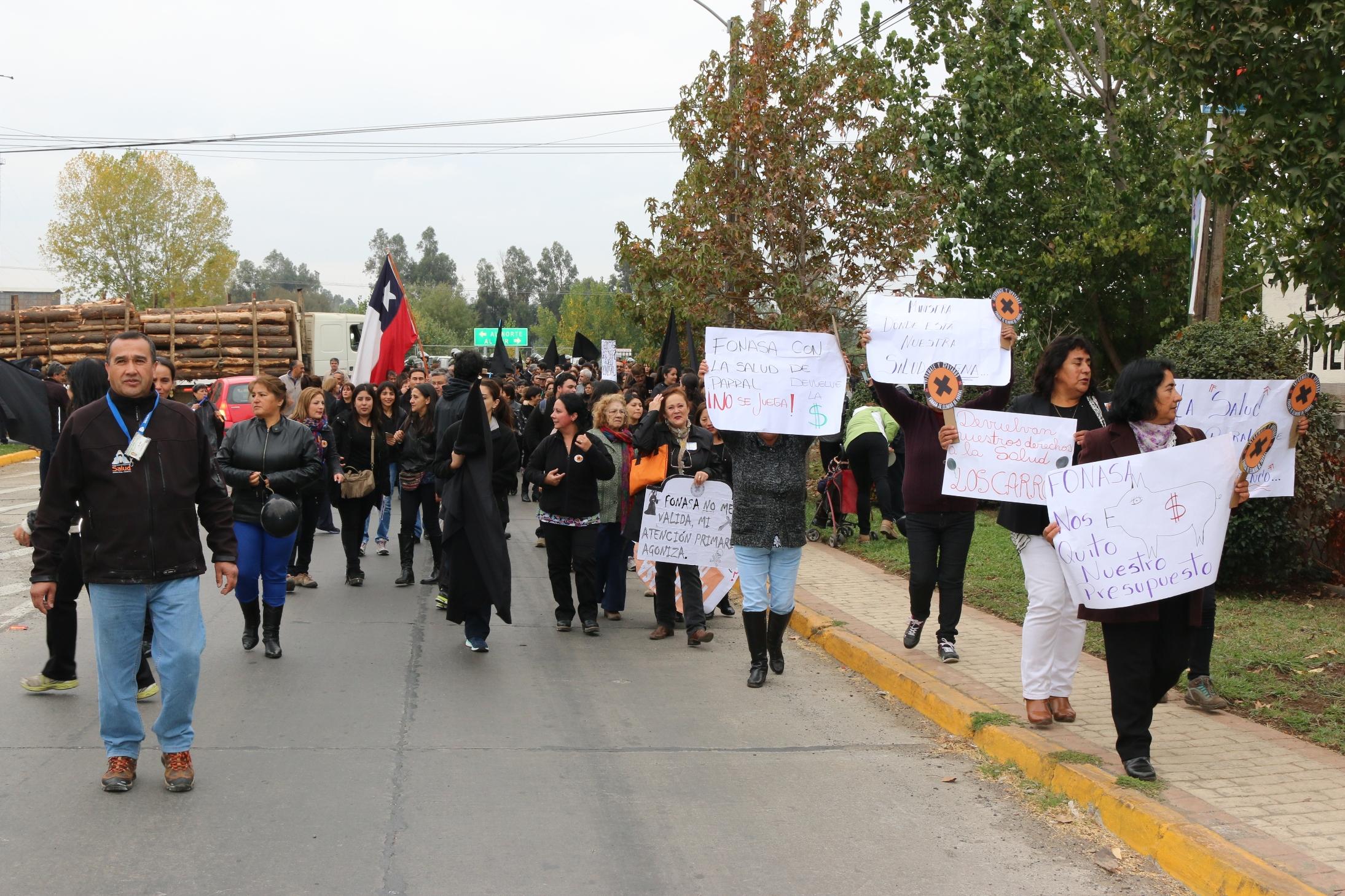 Multitudinaria protesta en Parral en rechazo a eliminación de usuarios del sistema de Salud Municipal por parte de FONASA