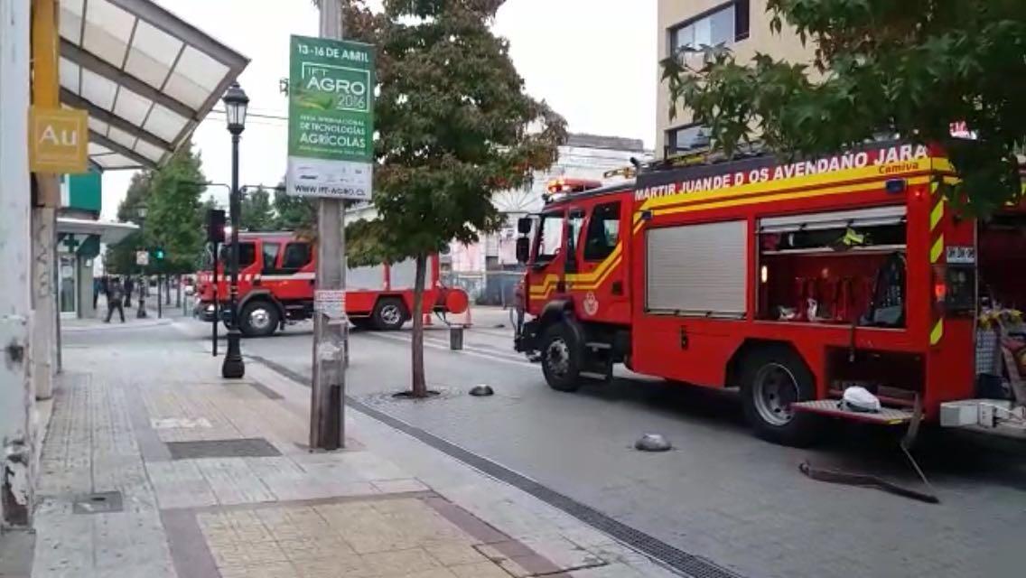 Expectación por simulacro de incendio en el edificio Zaror en el centro de Talca