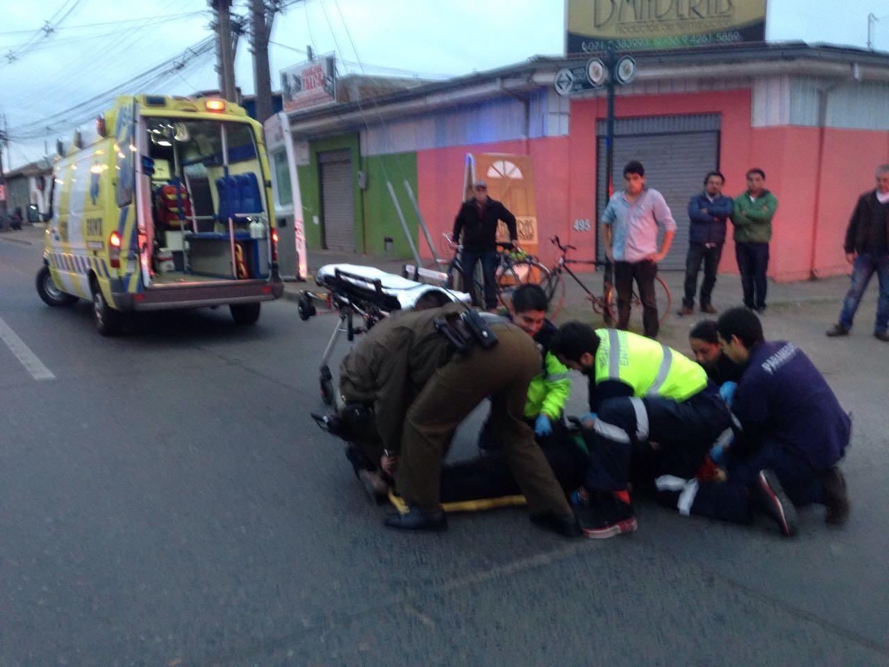 Ciclista gravemente herido al ser colisionado en sector céntrico de Talca