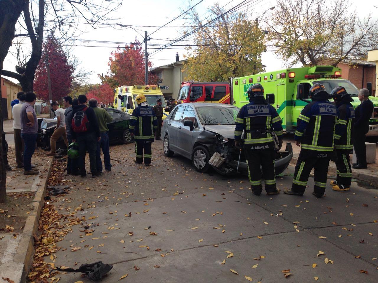 Un herido dejó colisión de colectivo y vehículo particular en Talca