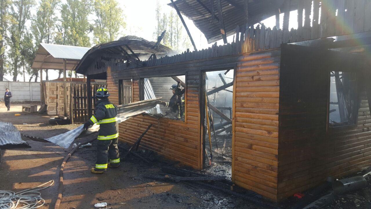 Fotos: Incendio destruye vivienda en sector el Parrón al sur de Talca