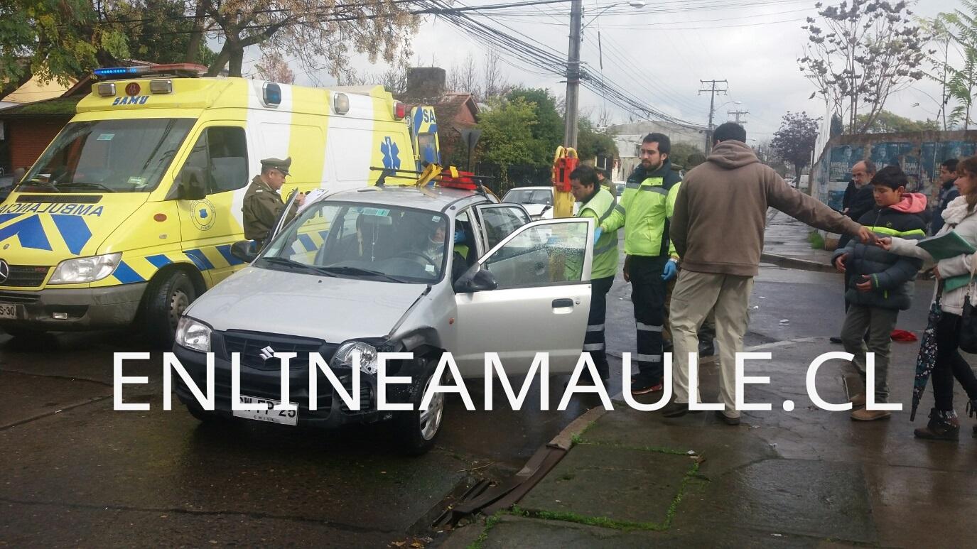 Exclusivo: Violenta colisión en el centro de Talca, deja a conductor herido de consideración.
