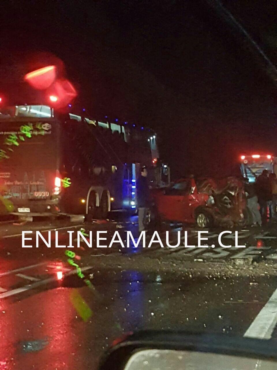 Dos heridos deja choque en cadena de bus de pasajeros con dos vehículos menores