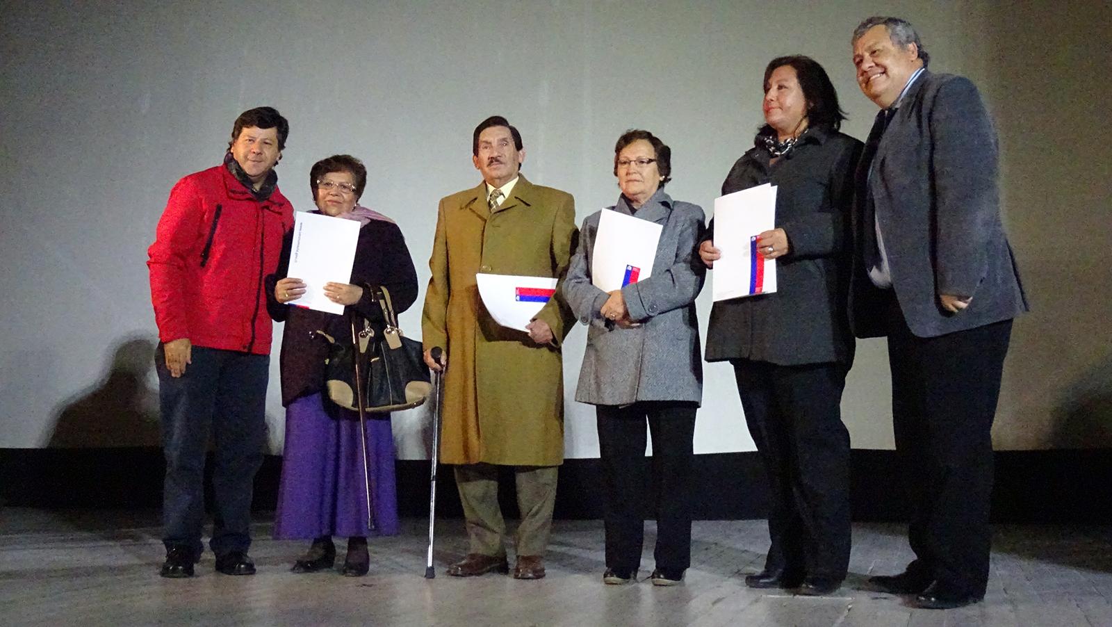 Emotiva entrega de escrituras a familias beneficiadas del conjunto habitacional Manuel Larraín en Talca