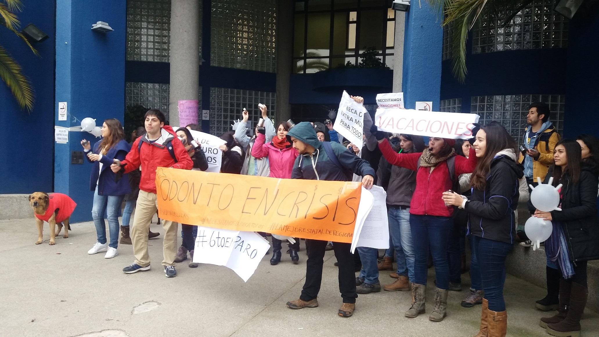 Movilizados se encuentran estudiantes de Odontología de la U. de Talca