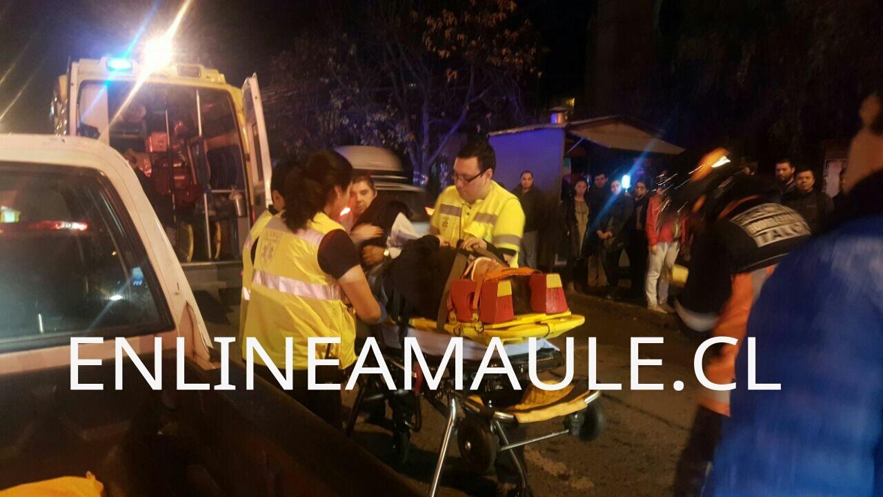Exclusivo fotos:  funcionaria municipal de Pencahue es atropellada esta noche en sector poniente de Talca