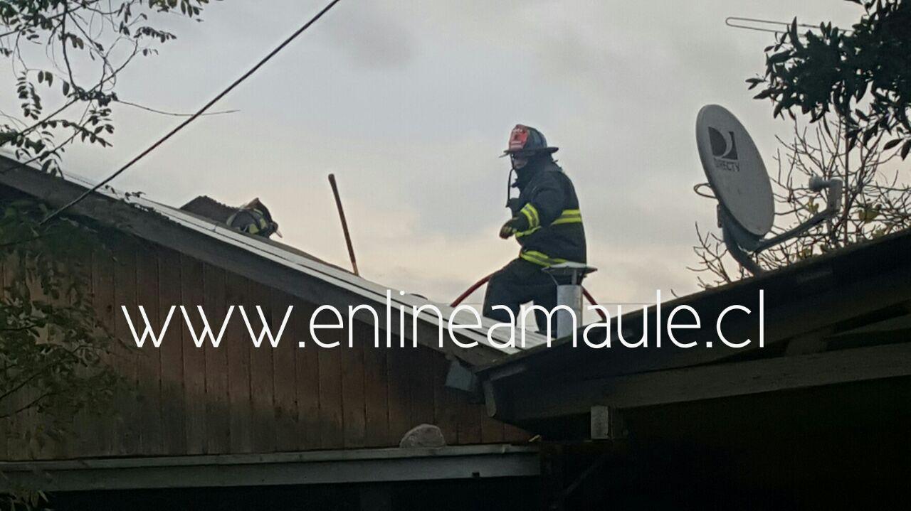 Fotos: Principio de incendio genera tensión en vivienda del sector poniente de Talca
