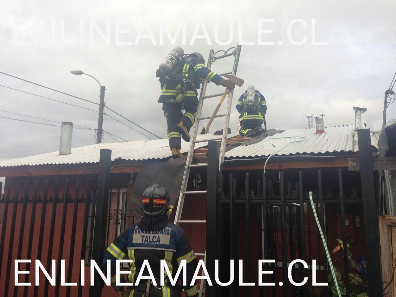 Principio de incendio afecta a vivienda de la Población José Miguel Carrera en Talca