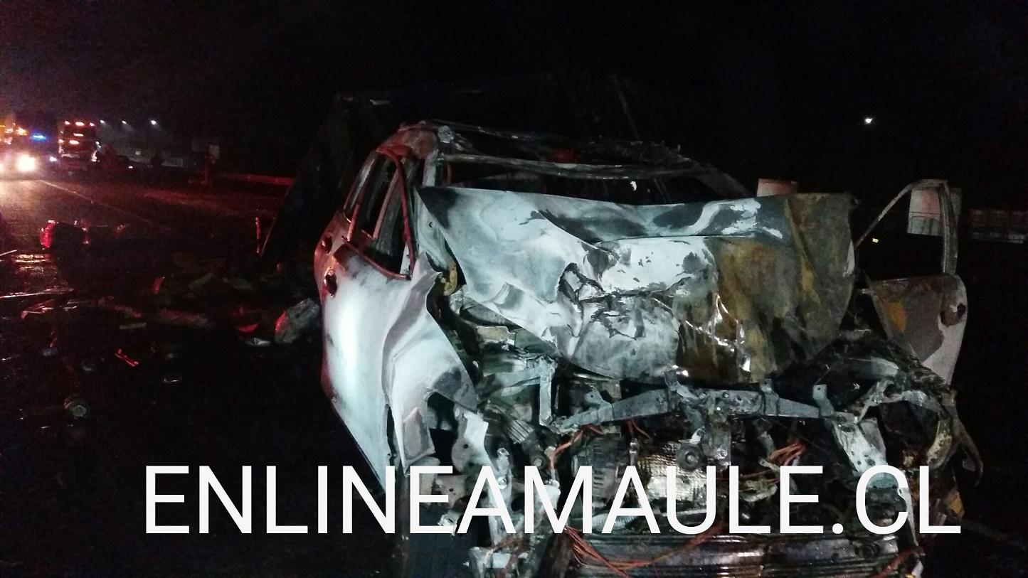 Fotos: Triple colisión con volcamiento e incendio, en ruta cinco sur frente a Maule, pudo haber terminado en tragedia