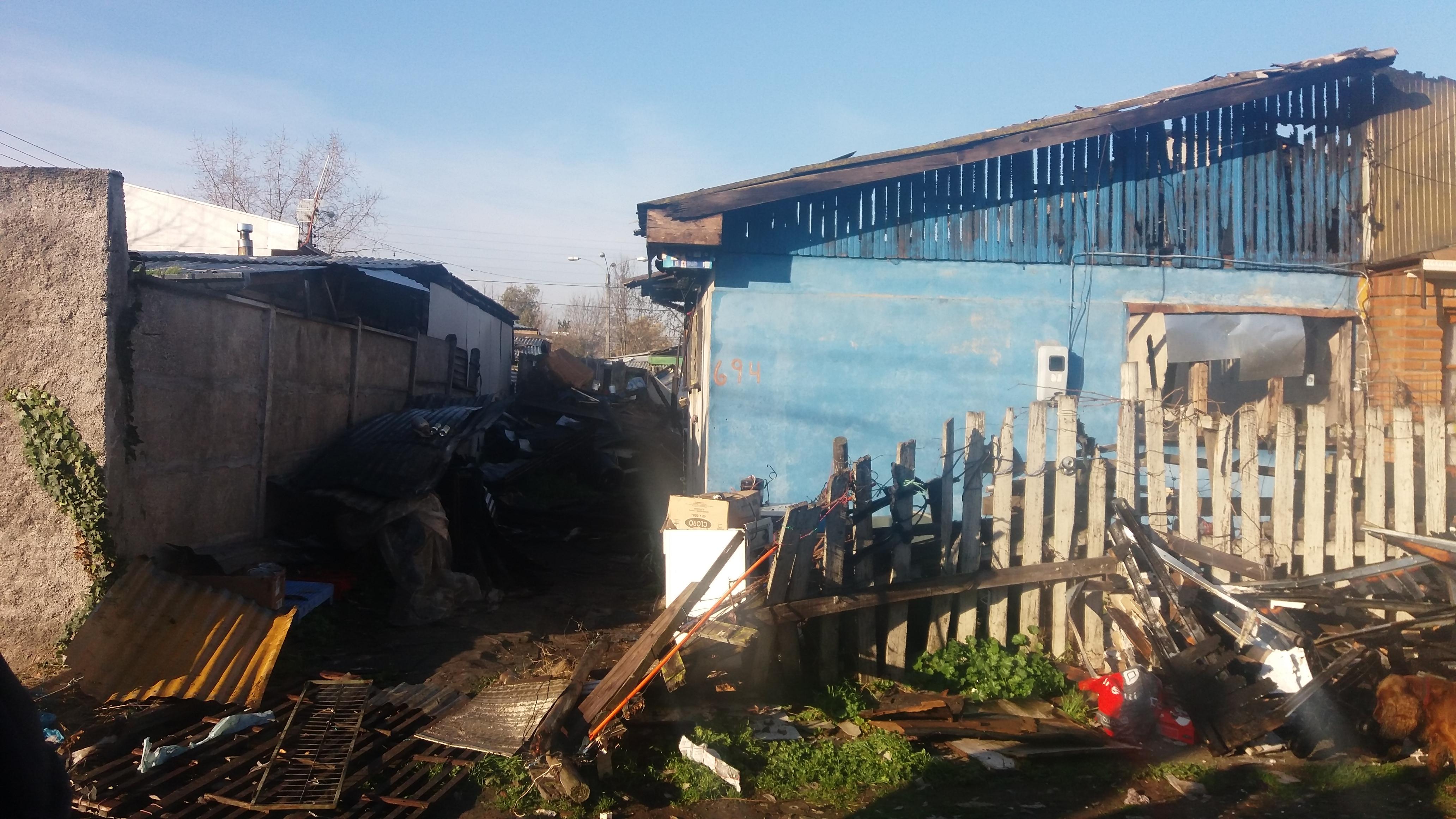 Dos casas destruidas deja violento incendio en población Independencia en Talca