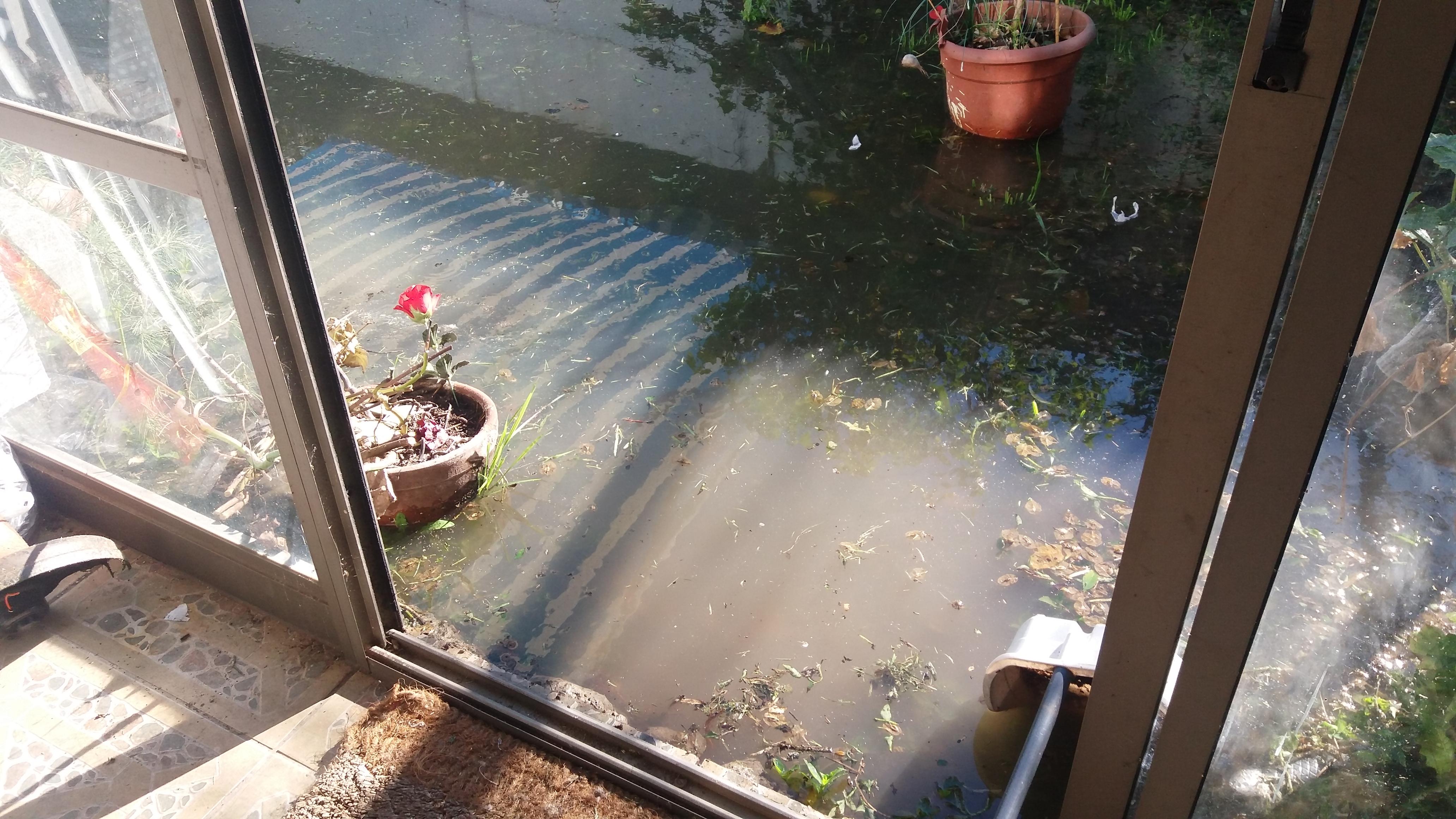 7 casa afectadas generó desborde de canal de regadío en barrio poniente de Talca