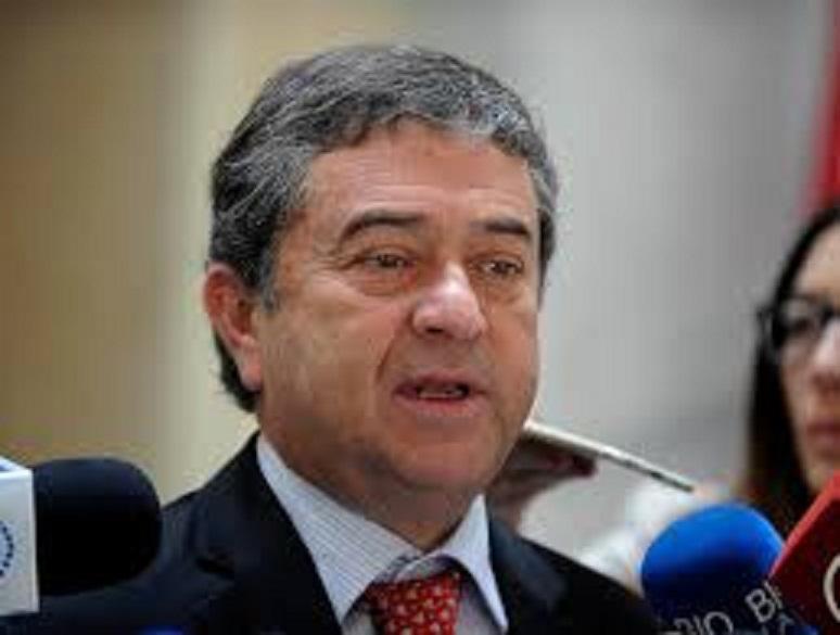 Senador Coloma responde a los dichos de parlamentario Girardi, que intenta prohibir el rodeo.
