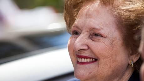 Embargo millonario a fundación de viuda de Pinochet